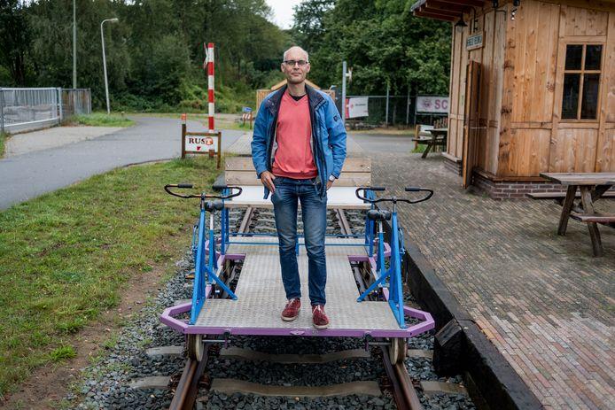 Initiatiefnemer Jurriaan Knol vindt dat het college het fietsspoorproject niet voldoende serieus neemt.