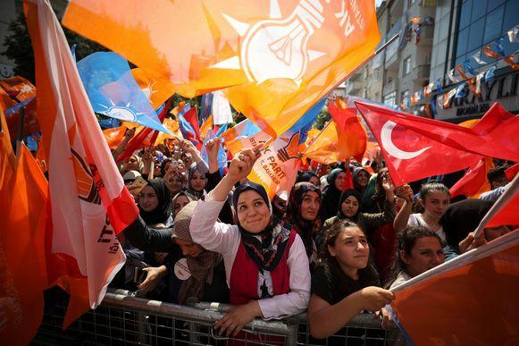 Aanhangers van Binali Yildirim, van de regerende AKP.