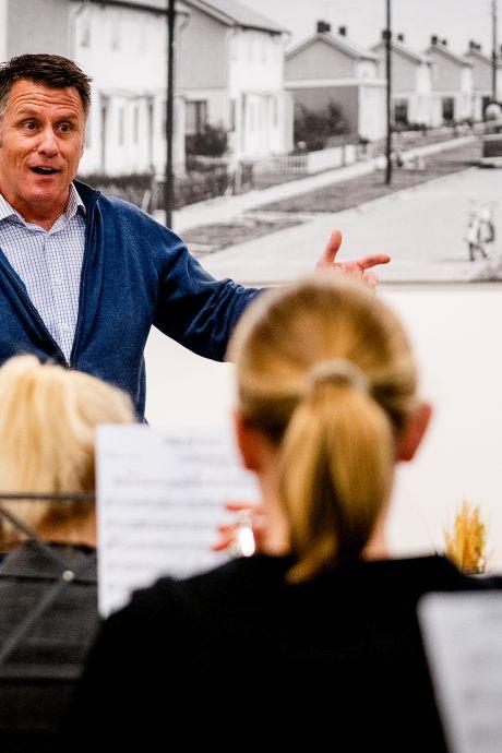 Leo Simons al 25 jaar dirigent bij fanfareorkest Tavenu: 'Muziek is rode draad in mijn leven'