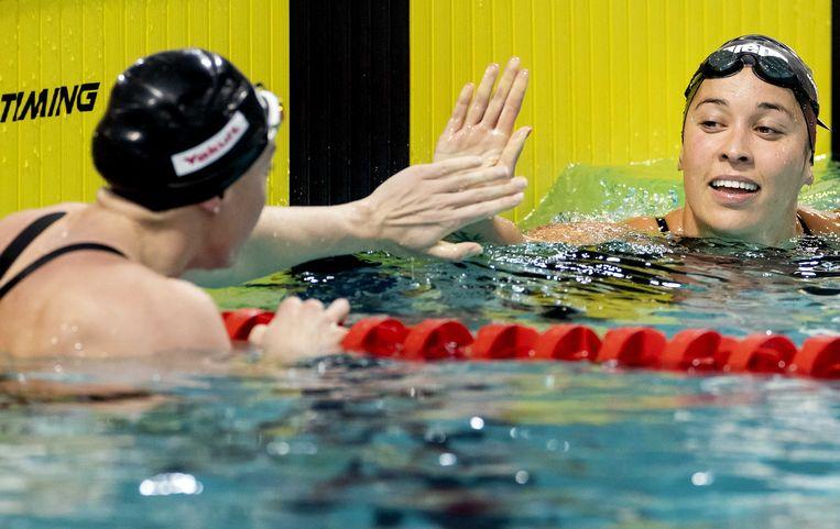 Femke Heemskerk en Ranomi Kromowidjojo (r) in actie tijdens de finale van de 50m vrije slag in de Eindhoven Qualification Meet. Beeld ANP