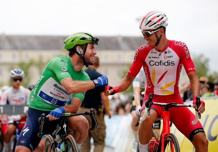 Mark Cavendish (links) met Anthony Perez (rechts). Beeld REUTERS