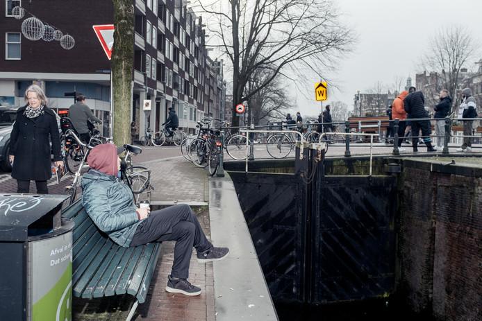 Het bewuste bankje aan de Korte Prinsengracht.