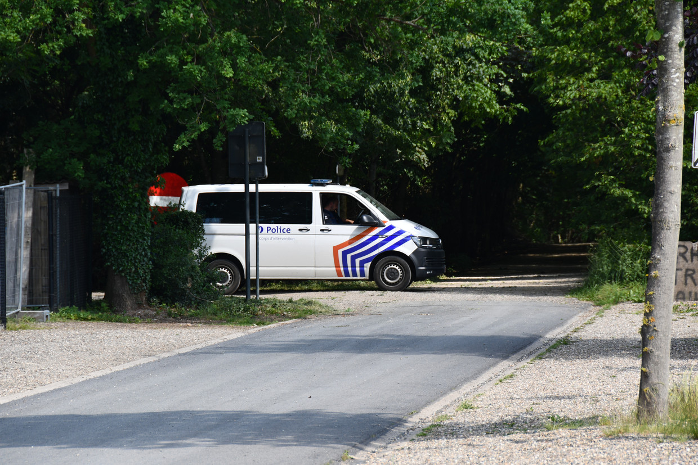 Een politiecombi aan het Nationaal Park Hoge Kempen. Beeld BELGA