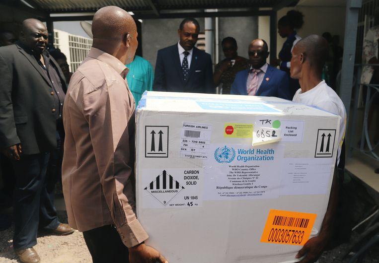 """""""We komen nu in een nieuwe fase van de epidemie, die nu drie gezondheidsregio's omvat, waaronder een stedelijke"""", zegt minister van Volksgezondheid Oly Ilunga Kalenga in een mededeling."""