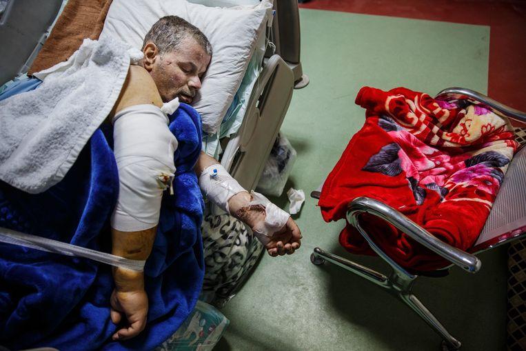 Ali Thanoon lag 5 dagen lang onder het puin na de explosie van 17 maart. Beeld Photo News