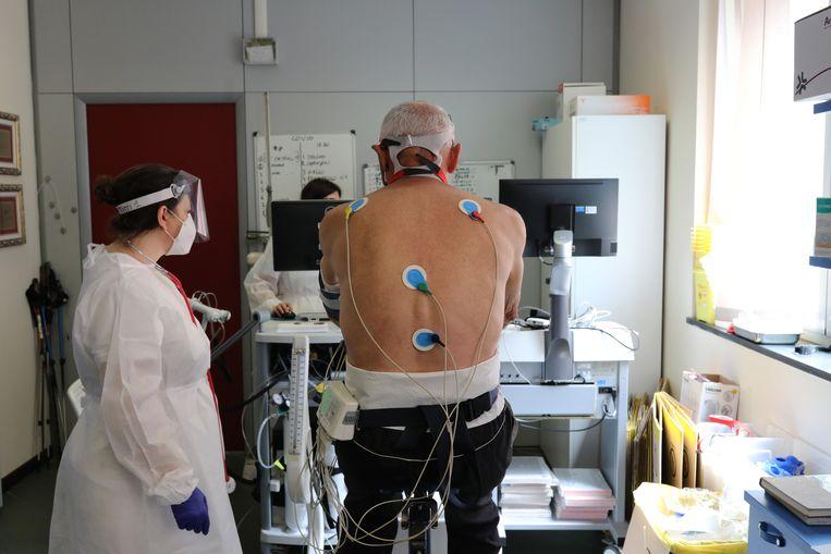 Onderzoekers: ook testen op corona bij vermoeidheid en hoofdpijn - Volkskrant
