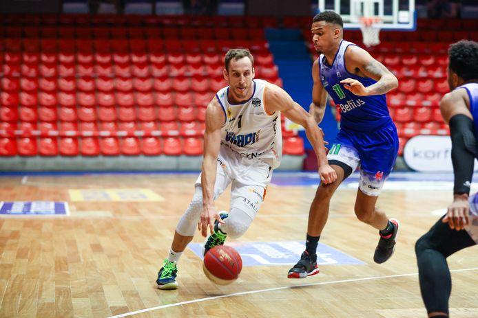 Een buitengewone Vladimir Mihailovic scoorde 45 punten tegen Bergen