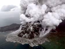 Vliegtuigen Indonesië wijken uit om vulkaanas, angst voor nieuwe uitbarsting
