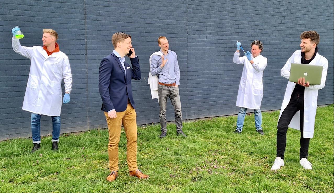 Het team van RiboPro uit Oss, met in het midden oprichter en ceo Sander van Asbeck. Het jonge bedrijf wist 1,2 miljoen euro los te krijgen bij diverse investeerders.