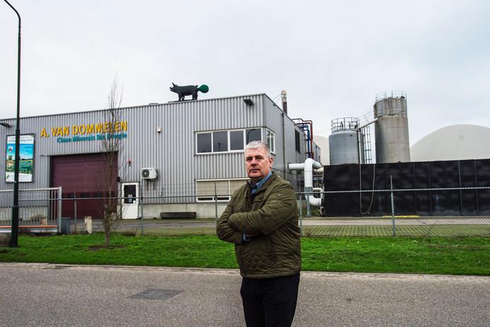 Ad van Dommelen voor het mesttransportbedrijf dat hij in 1995 oprichtte. Daarnaast ligt de biogasinstallatie van Clean Minerals Bio Energy, waarmee Van Dommelen in 2007 begon.