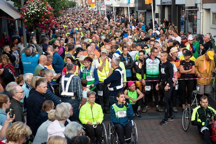 Honderden deelnemers gaan van start.