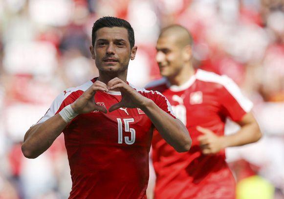 Middenvelder Blerim Dzemaili drukt zijn liefde uit voor de nationale ploeg