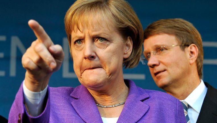 Bondskanselier van Duitsland, Angela Merkel, met op de achtergrond Ronald Pofalla. Beeld REUTERS