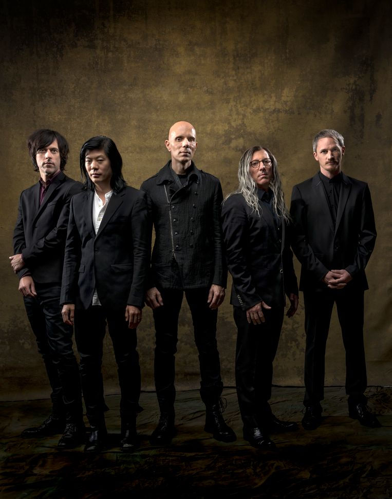 A Perfect Circle: Matt McJunkins, James Idha, Billy Howerdel, Maynard James Keenan en Jeff Friedl. Beeld BMG