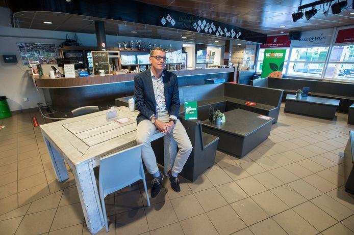 Pix4Profs-Ron Magielse Joost van Rooij in het clubhuis van HC Etten-Leur.