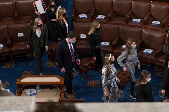 De stemmen werden vanavond plechtig de zaal van het Congres binnengebracht om geteld te worden.