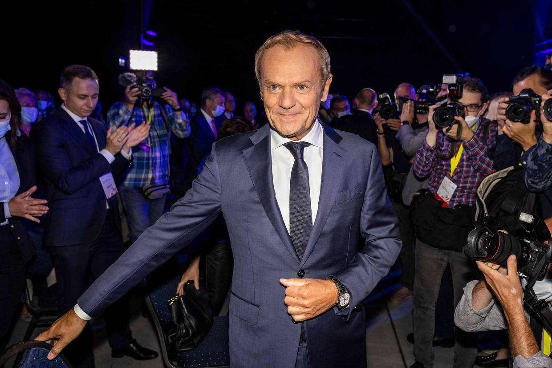 Donald Tusk op een partijbijeenkomst van het Burgerplatform op 3 juli in Warschau.  Beeld AFP