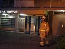 Brandende bank in trappenhuis van Meppels flatgebouw zorgt voor stevige rookontwikkeling