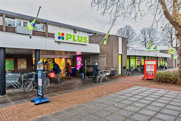 De Plus supermarkt aan het Schonckplein in Geertruidenberg wil uitbreiden en verhuizen.