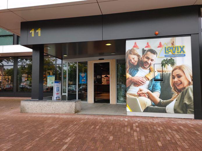 Bij computerwinkel Levix in Uden is maandagnacht ingebroken.