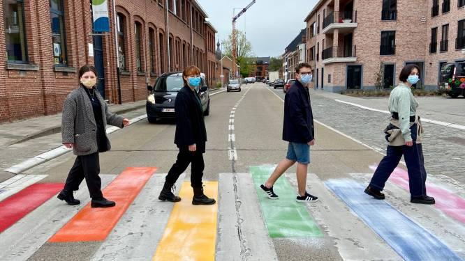 Op vraag van scholieren siert regenboogzebrapad straatbeeld van Westmalle