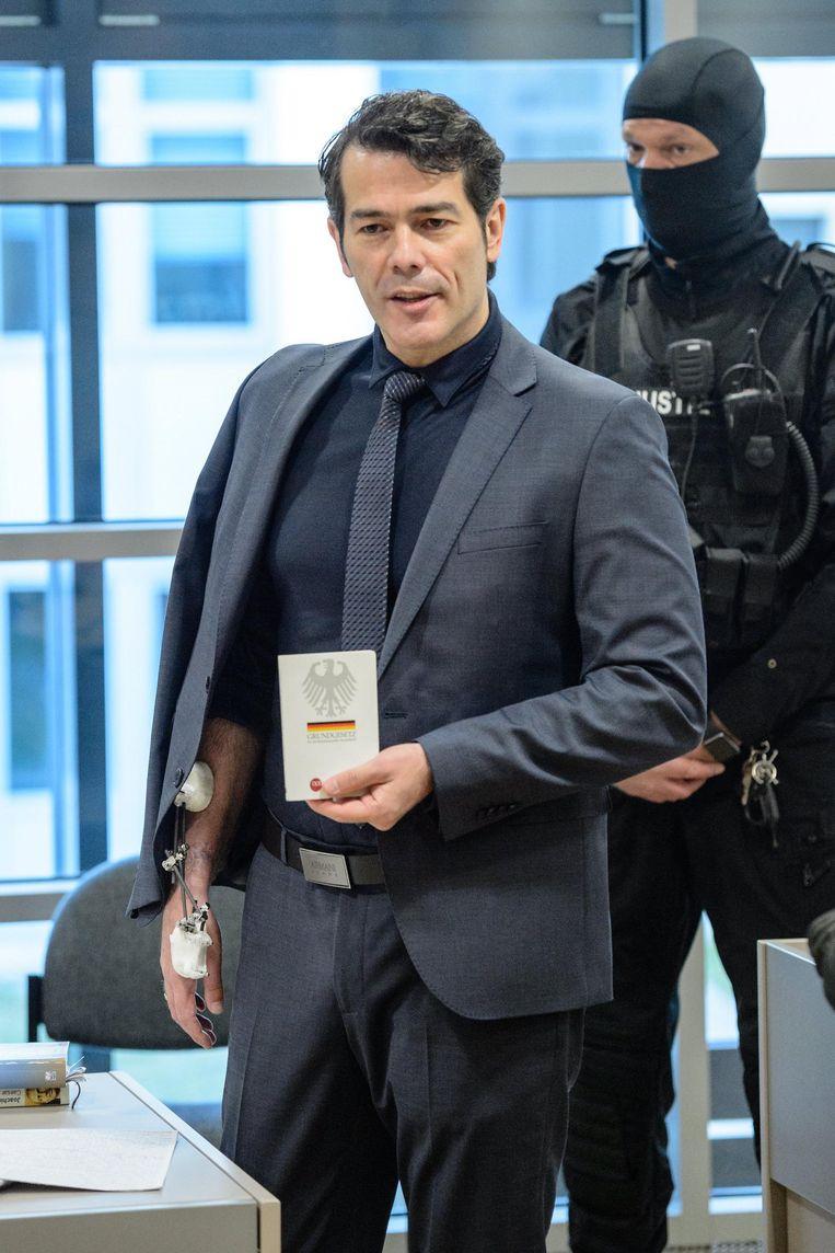 Reichsbürger en voormalig 'Mister Duitsland' Adrian Ursache staat sinds deze maand terecht, onder meer voor poging tot doodslag. Beeld epa