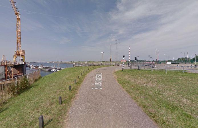 De wegen over de sluizen bij Hansweert worden verbreed.
