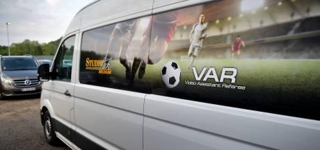 VAR-klucht van jewelste in Genk: busje komt te laat, geen buitenspellijn in cruciaal duel met Anderlecht