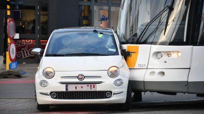 Wagen botst met tram in Drabstraat Mortsel: bestuurster lichtgewond