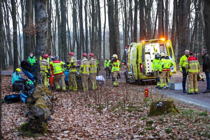 Hulpdiensten waren vanochtend massaal ter plaatse voor een ongeluk tussen Hoog Soeren en Kootwijk.