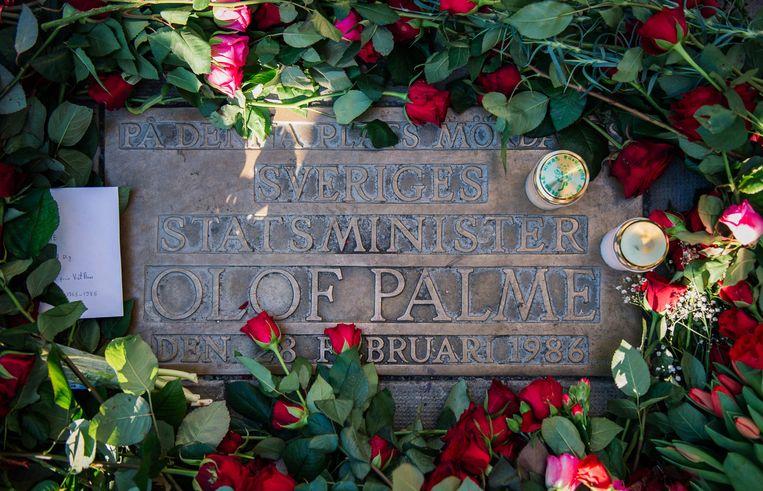 De gedenksteen op de plaats van de aanslag op Olof Palme. Beeld AFP