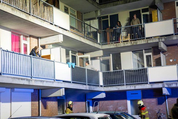 Bewoners stonden op het balkon door de ontstane rook