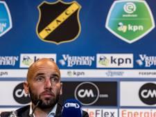 NAC-trainer Van der Gaag ontstemd: 'We verdedigen niet, dat is een terugkerend probleem'