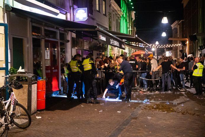 De politie deed sporenonderzoek na de steekpartij in het centrum van Zwolle.