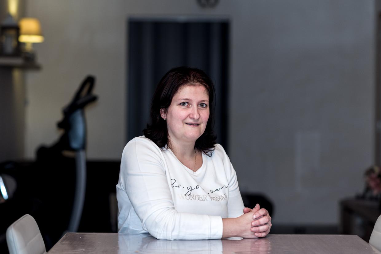 Lindsey Lambert, poetshulp uit Zwevezele: 'Ik ben blij dat mijn man ook verdient.' Beeld Tine Schoemaker