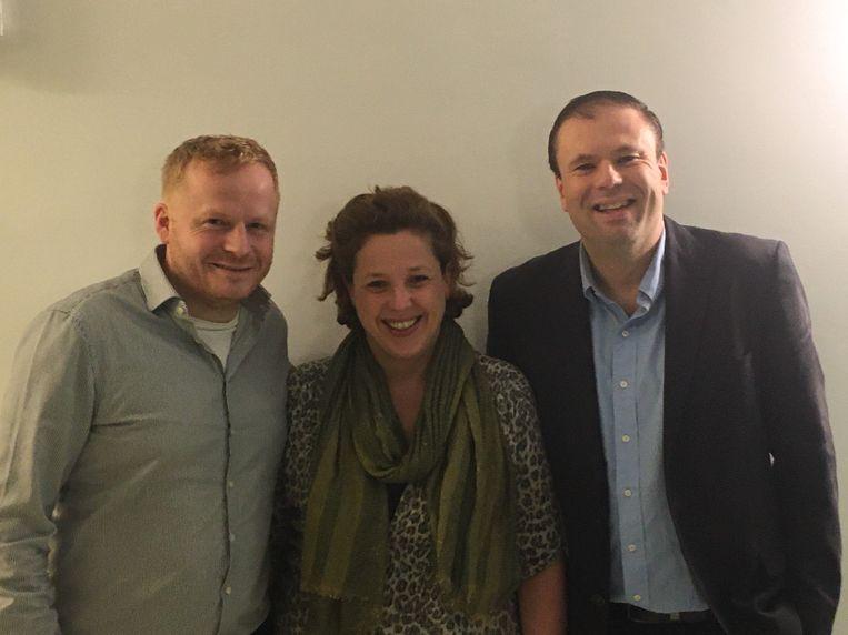 Nieuw gemeenteraadslid Tom Namurois (links), aftredend gemeenteraadslid Veronique Livens (midden) en sp.a'er Harold van der Kraan (rechts).
