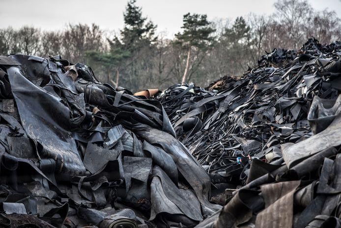 De rubbervoorraad van het bedrijf Rubber Verwerking Nederland (RVN) in Almen.