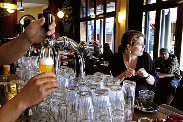 Cafe (Raymond Rutting / de Volkskrant) Beeld