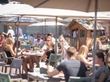 Grotere terrassen fleuren Almelo op: 'Je krijgt zo een vakantiegevoel'