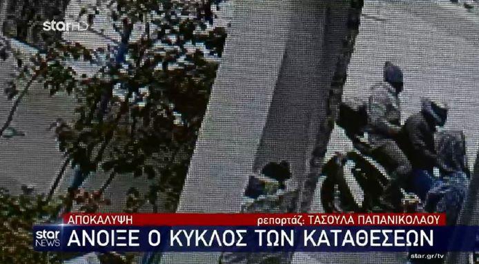 De vermeende huurmoordenaars arriveerden tien minuten voor Giorgos Karaivaz in de straat waar hij woonde en gingen tot actie over toen hij uit zijn auto stapte.