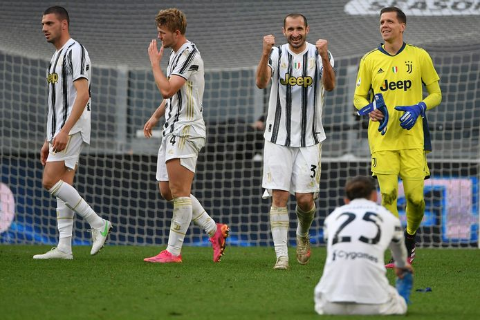 Opluchting bij de spelers van Juventus, onder wie Matthijs de Ligt (tweede van links).