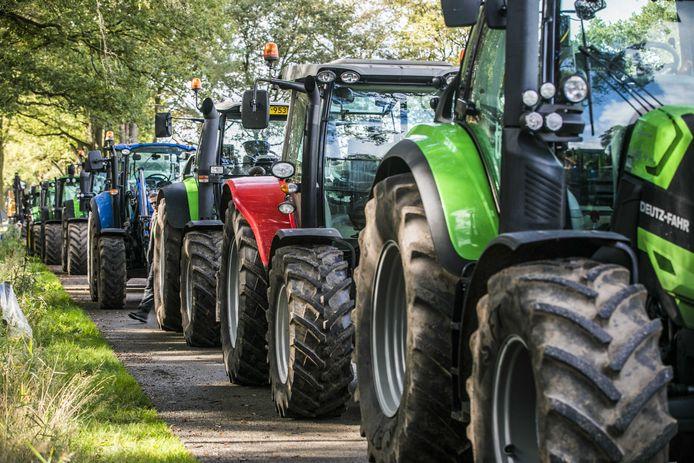 Boeren hebben zich in Winterswijk verzameld voor opnieuw een boerenprotest tegen de nieuwe stikstofmaatregelen.