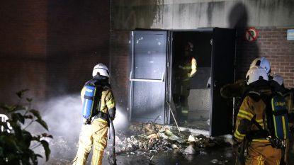 Vandalen steken afval in brand aan jeugdhuis Bobo: brandweer kan schade binnen voorkomen