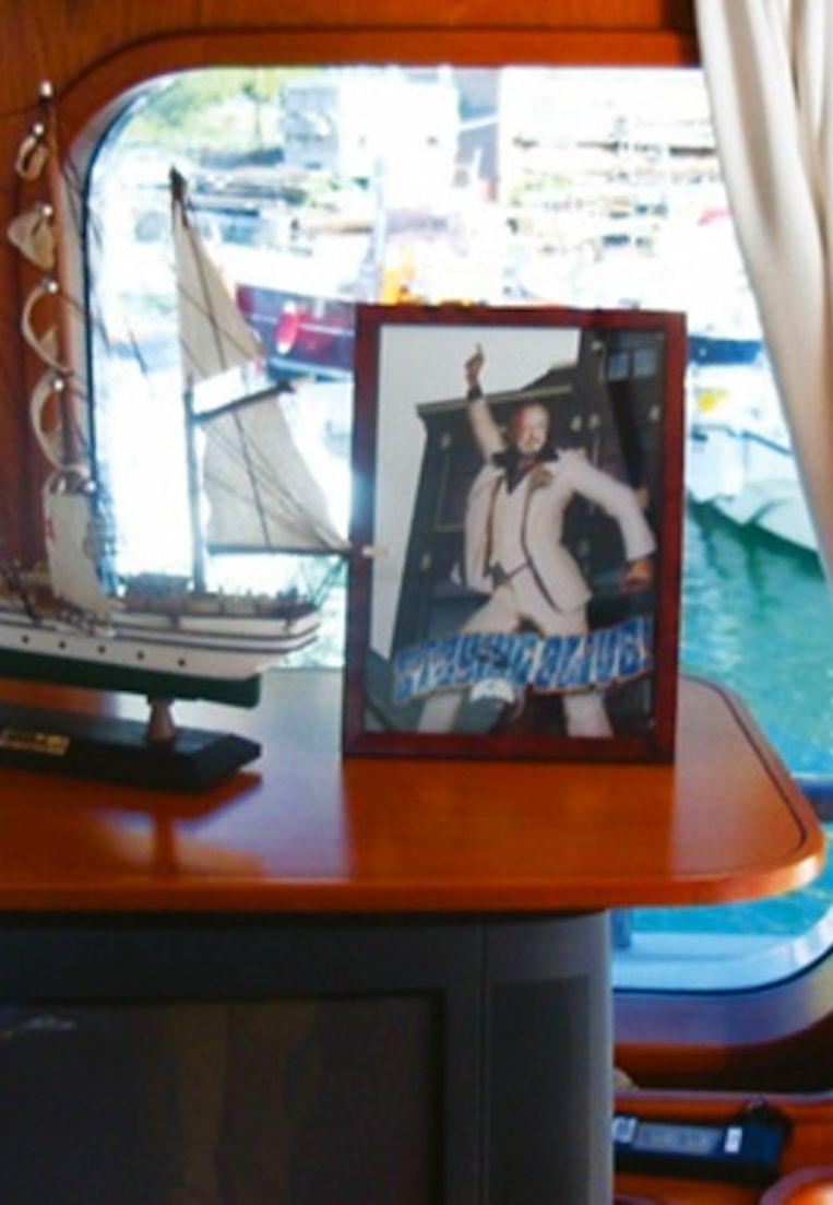De foto zoals die in het jacht van Prins Bernhard ingelijst stond. Beeld Blaffende Vis.