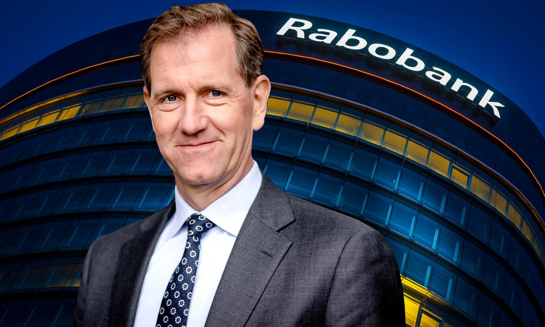 Topman Wiebe Draijer. Exterieur van het hoofdkantoor van de Rabobank bij avond.
