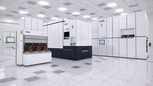Een EUV machine, een bestaande immersie machine en links een Yieldstar meetmachine van ASML.