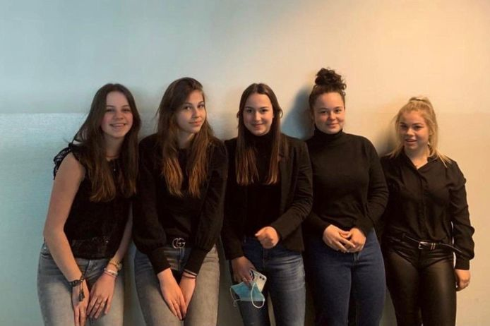 De jeugdige ondenemers achter  Kiko Jewellery (vlnr): Iris van den Oord, Sjors Hamers, Pleun Denissen, Lieke Scheffers en Noor van Hattum.