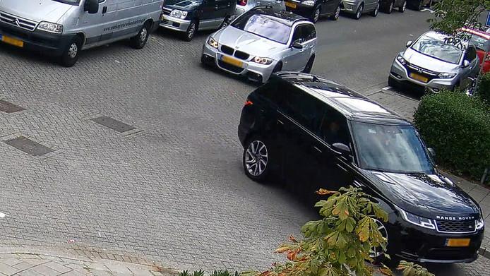 De BMW volgt de Range Rover.