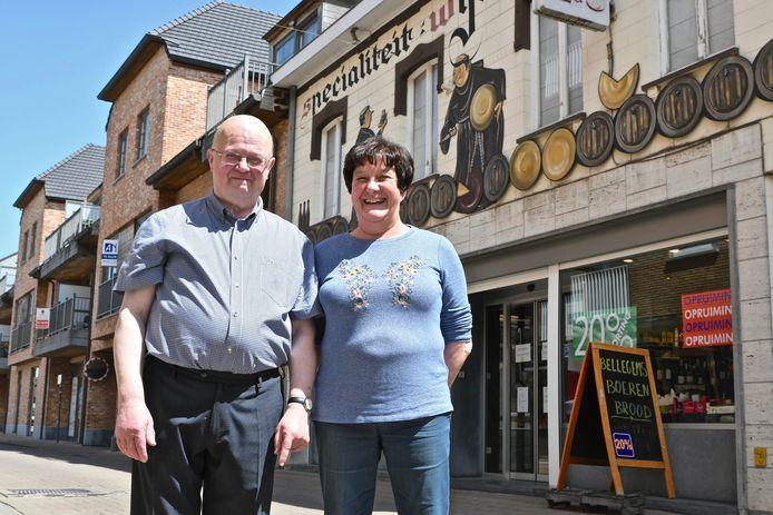 José houdt na vijftig jaar op met kruidenierszaak Houtteman in Oostrozebeke. Ook zus Marleen stopt.