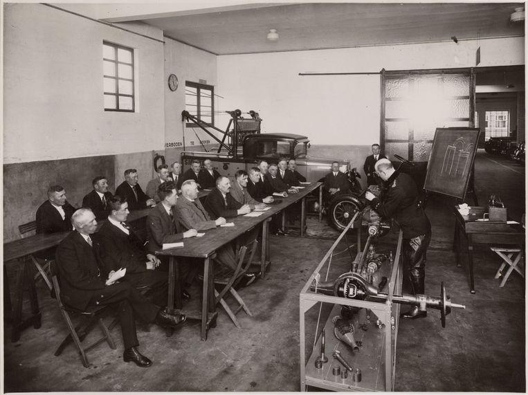 Les in motorkennis bij Sieberg, ca. 1932. Beeld stadsarchief